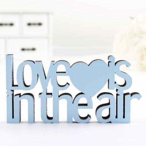 3D-Schriftzug Love is in the air