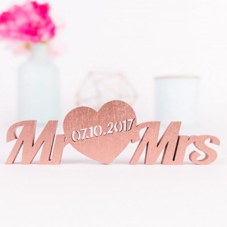 Mr und Mrs mit Datum im Herz